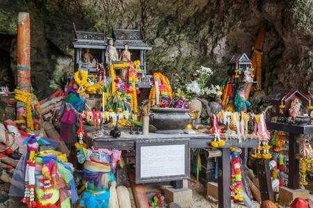 phra nang: The Phallus Shrine in Phra Nang Cave, Krabi