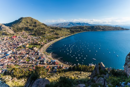 lake titicaca at the border of bolivia and peru 스톡 콘텐츠