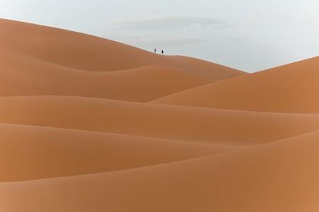desierto del sahara: exploring the sahara desert in morocco Foto de archivo