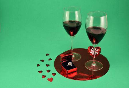 Valentine Proposal Setting wine ring origami Imagens