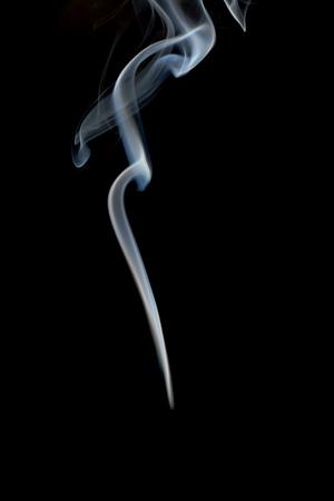 wisp: Sliert van rook op een zwarte achtergrond