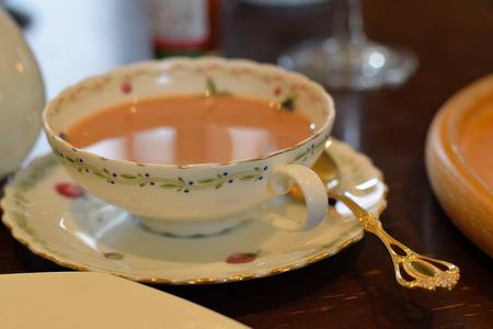 tomando refresco: Afternoon English Milk Tea Foto de archivo