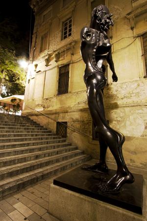 Statua in via Figueras, città natale dell'artista Salvador Dali