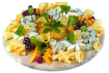 独立したバック グラウンド スレッドのチーズと白い皿 写真素材 - 89925256