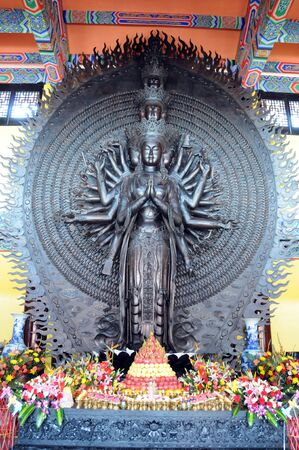 thousands hands guanyin statue