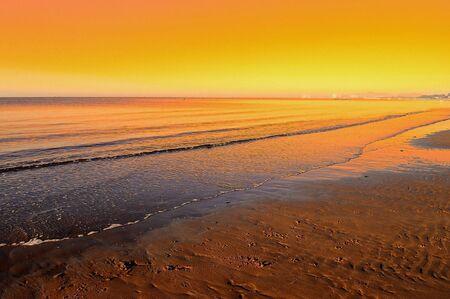 allen: de zons opgang op het strand