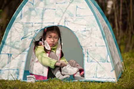 gril: little gril in tent