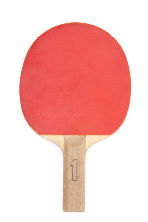 ping pong: Raqueta de tenis de mesa roja en la mano aislada