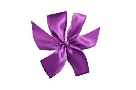 lazo regalo: cinta de regalo p�rpura con arco aislado en fondo blanco