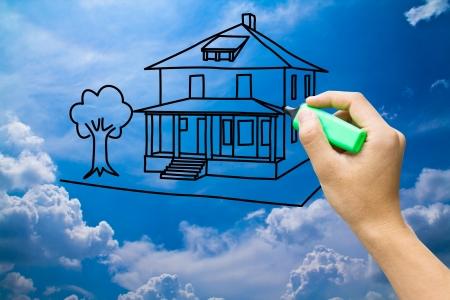 casa dei sogni di disegno a mano sul cielo blu