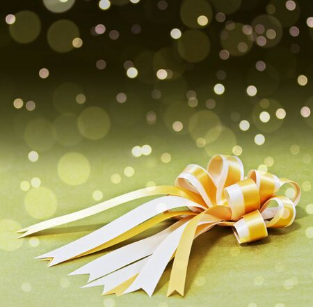 de focus: gold gift bow, stars and blurry light