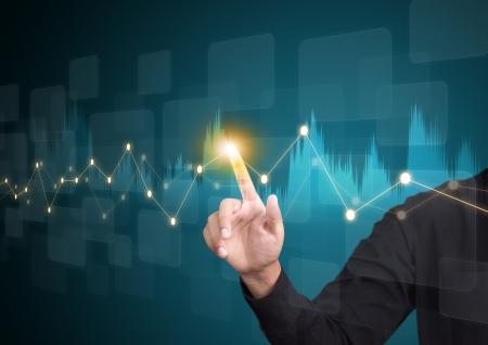 Hombre de negocios mano que toca un gráfico en la pantalla Foto de archivo - 21427357