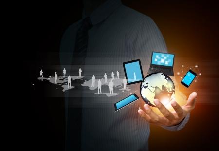 közlés: A modern vezeték nélküli technológia és a közösségi média Stock fotó