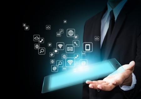 Hand hält Touchpad mit Symbolen Standard-Bild