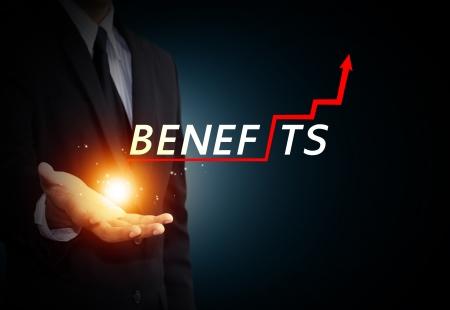 Business hand hält Wort Vorteile