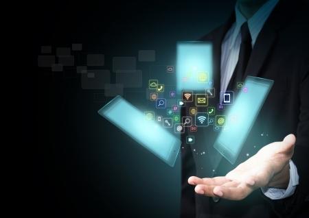 Touch-Screen-Tablet mit Wolke von bunten Programmsymbole