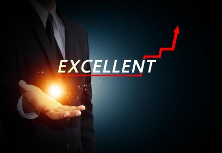 excelente: Mano que sostiene una flecha ascendente, que representa el crecimiento del negocio