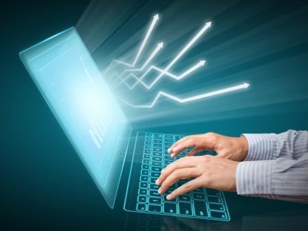 財務データを分析し、コンピューターの画面上のグラフ