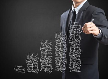 ビジネスの男性の図面のアイデアはお金の概念