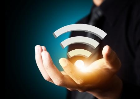 사업가 손, 소셜 네트워크 개념의 와이파이 기술의 상징