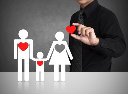 幸せな家族と大きな赤いハート 写真素材