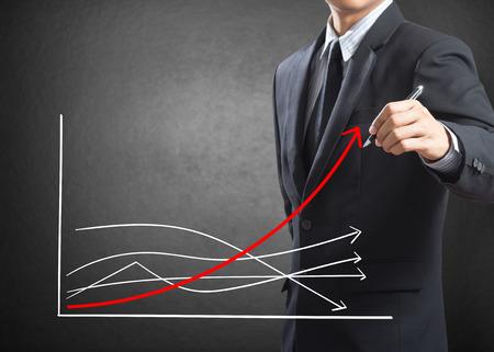 Homme d'affaires de dessin de la courbe de croissance, le concept de différence Banque d'images - 27354586