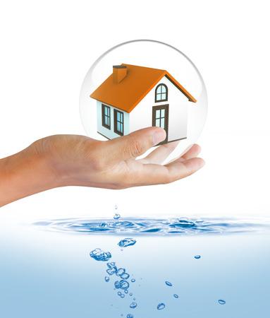 洪水保険の概念から家を保護するシールド 写真素材