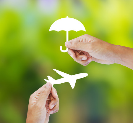 Hand holding paper on green background, Travel Insurance Foto de archivo