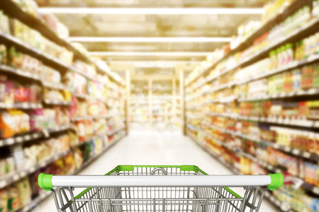 Abstract blurred photo of store with trolley in department store bokeh background 版權商用圖片 - 81993724