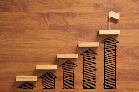 Wooden staircase to reach goal and winning flag with increase graph and arrow, successful Stockfoto