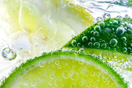 Lemon drop in fizzy sparkling water, juice refreshment Stok Fotoğraf - 93986074