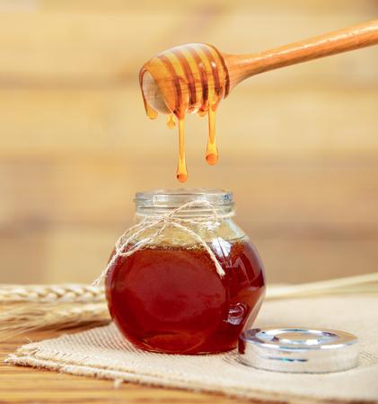 honey and honey comb with wooden stick 版權商用圖片
