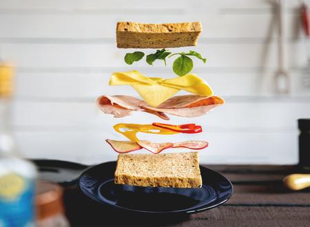 Dekonstruierte Sandwichschichten in der Küche