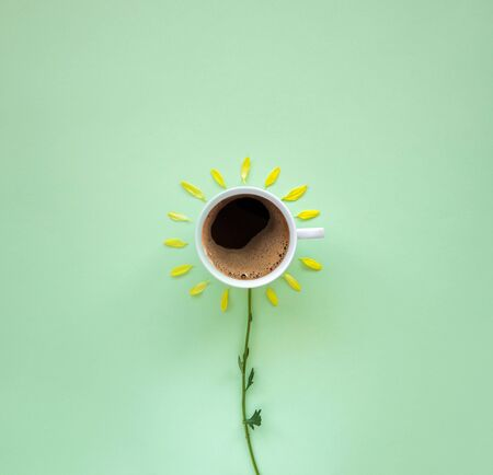 Fresh coffee with flower in the morning concept 版權商用圖片