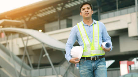 engineer hold blueprint draft paper at construction site 免版税图像