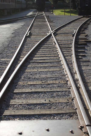 diverging: Tracks diverging