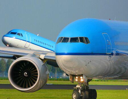 takeoff: traffico aereo occupato in aeroporto