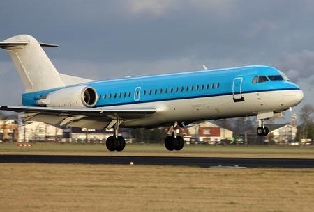 blue plane landing Imagens - 36621773