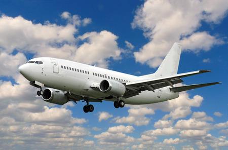 white plane landing 版權商用圖片 - 38393640