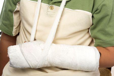 brazo roto: cerca a tiros de un ni�o con el brazo roto