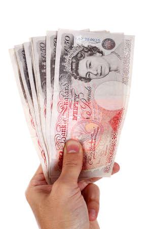 pounds money: cincuenta libras notas en la mano