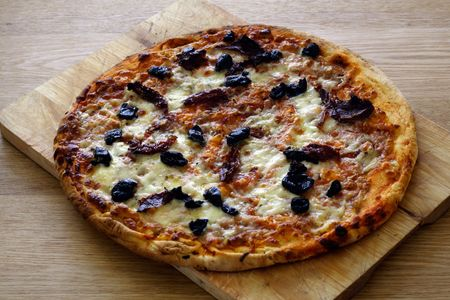 margarita pizza: margarita pizza served on a wooden table