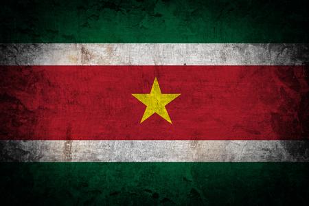 suriname: Suriname Vlag op houten achtergrond