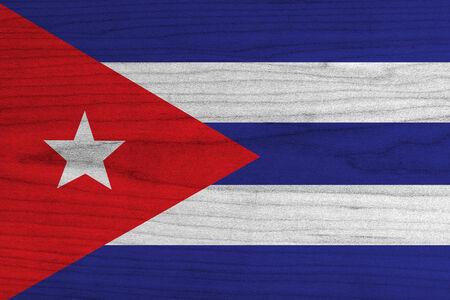 bandera cuba: Bandera de Cuba en la textura de madera vieja