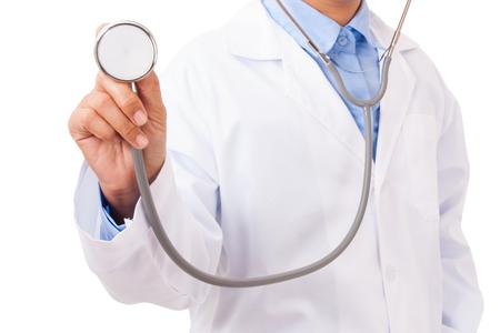 estetoscopio: Médico con un estetoscopio en las manos