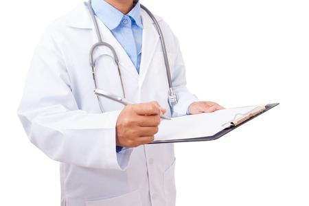 historia clinica: Doctor que escribe una prescripción médica en el fondo blanco