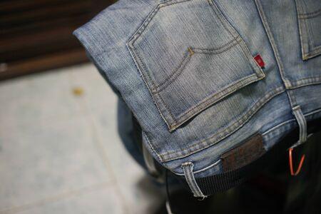 Jeans leaning on the fan, blur background Foto de archivo - 135822487