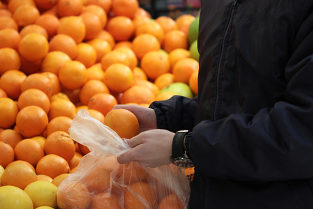 A seller who chooses a oranges