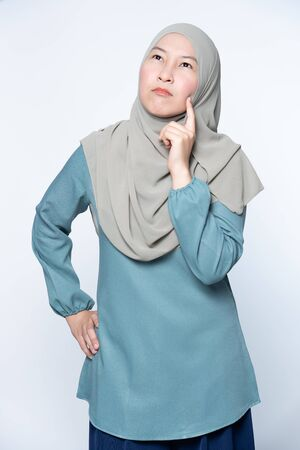 Muslim woman thinking of an idea expression.