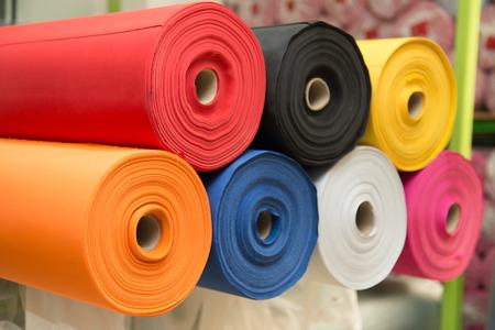 Rotoli di tessuto colorato materiale - di trama Archivio Fotografico - 44223290